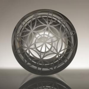 karafa Květ života, ručně foukané křišťálové sklo, obsah 1,5 l, 1 450 Kč (včetně DPH)