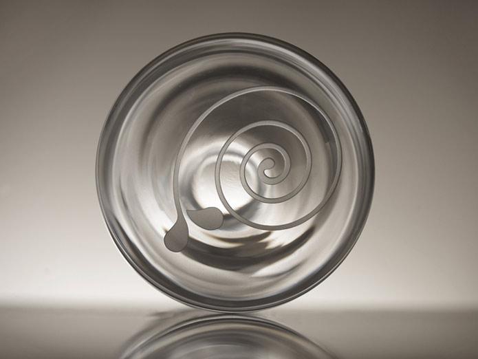 karafa Spirála, ručně foukané křišťálové sklo, obsah 1,5 l, 1 450 Kč (včetně DPH)