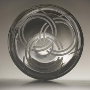 karafa Triquetra, ručně foukané křišťálové sklo, obsah 1,5 l, 1 450 Kč (včetně DPH)