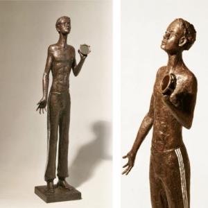 Chlapec se zrcádkem, 2018, bronz, výška 86 cm, 75 000,- Kč (bez DPH)